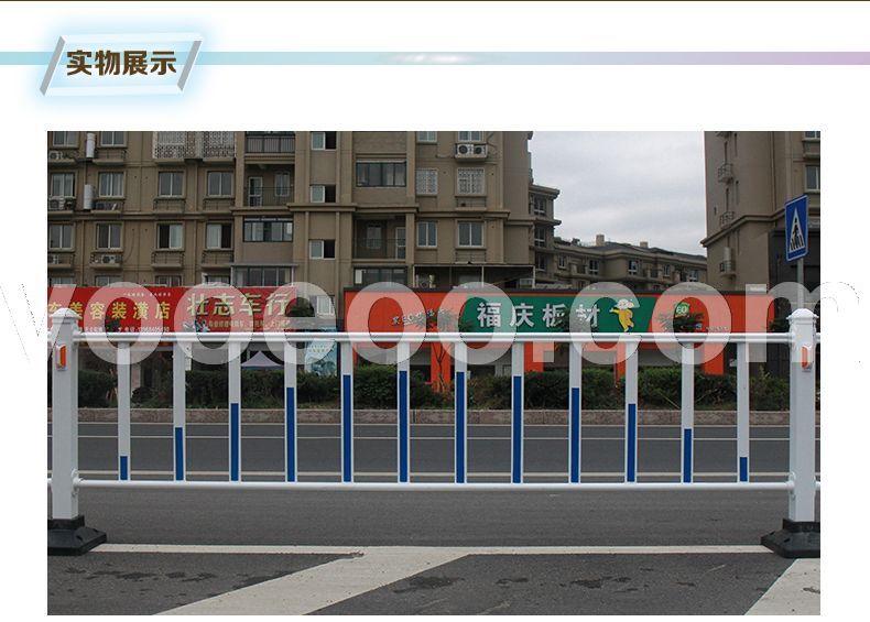 路中间双黄线上的护栏栏杆