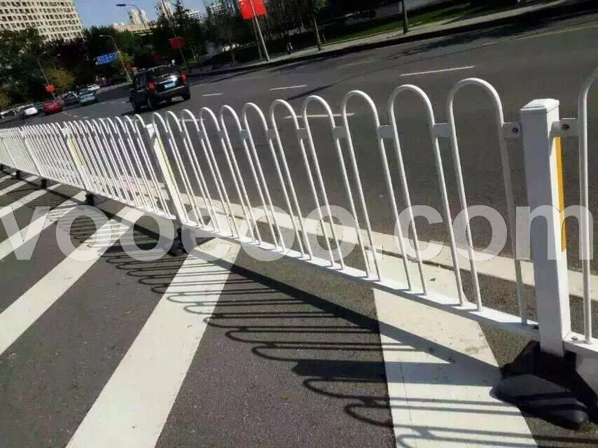 几字形马路上的护栏